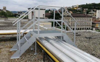 Réalisation d'une passerelle sur-mesure en acier galvanisée.
