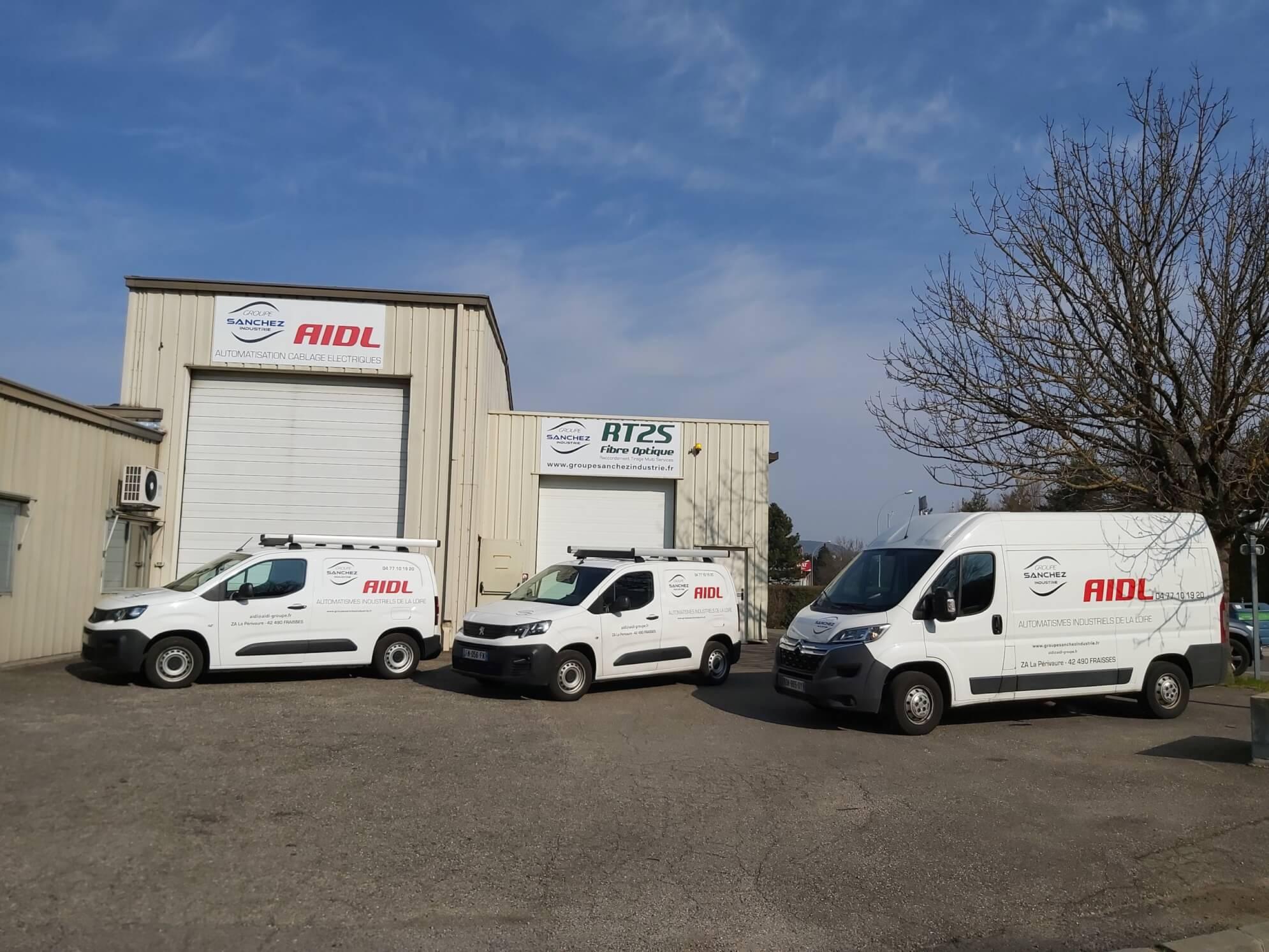 Batiment et vehicules AIDL Fraisses